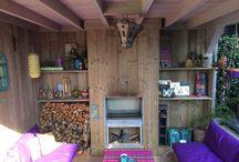 Douglas houten maatwerk veranda met klassiek overstek / Het hele jaar door genieten van het buitenleven.   www.uwverandaspecialist.nl