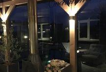 Douglas veranda Opmeer / Een prachtig en sfeervol geheel. Een comfortabele tuinkamer voorzien van een groot glasschuifsysteem. De haard door het glasdak maakt het geheel af. www.uwverandaspecialist.nl