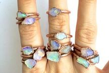 OPALS / 0pals from around the world and beautiful jewelry settings