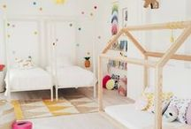 Pokój dziecięcy / Kids room / Urządzasz pokój dla swojej pociechy? Pamiętaj, że miejsce, w którym przebywa powinno być urządzone w sposób odpowiadający jego potrzebom. Nie znaczy to wcale, że dziecięcy pokój powinien być dziecinny!