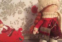 Наши куклы / Наконец закончили работу с младшей дочкой над новыми куклами, маленькой Джилл( рожденственская кукла) мы хвастались уже, она живет у нас))) Появилась Сара в желто-бирюзовых тонах и совунья Молли.Задумка кукол для уюта и благополучия, так как У всех кукол есть сумочки и в них денюшки, у Сары настоящая кожаная сумка))), все пальцы исколоты были пока сшила.Думаем уже на другими, с объемными лицами, конечно это сложнее, но и интереснее наверно)))Пока это интерьерные куклы,но хочется шить таких, чтобы и играли ими их новые владельцы...Пожелайте нам с дочкой удачи на этом поприще. Сара и Молли в ожидании новых владельцев. Сара 22 см и Молли 27 см  Сара продана и уехала к новой хозяйке)))Молли продается, цена 50$. Принимаем заказы, учтем ваши пожелания))