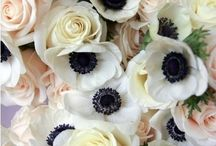 Blomster til bryllup / Brudebukett , blomster i håret og blomster til bryllupsbordet