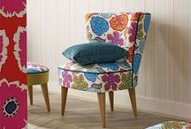 Papavera de SANDERSON / Papavera es una colección de telas, papeles pintados y bordados con motivos florales y geométricos llenos de color y vitalidad. Todos ellos disponibles en Gancedo.