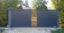 Nos réalisations : portails et clôtures / Nos réalisations : portails et clôtures posées par les menuiseries Arteba. Des portails manuels, électriques ou solaires.