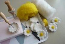Feuilles et fleurs en laine cardée / Fleurs, feuilles et feuillage en laine cardée