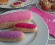 Gourmandises et pâtisseries en laine cardée / Macarons, cupe cakes, gâteaux, bonbons et friandises en laine cardée