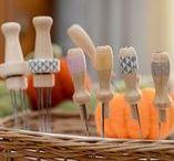 Matériel Laine cardée Ô Merveille / Outils et accessoires nécessaire à la pratique de la technique du feutrage à l'aiguille.