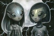 Kosmici, potwory i zjawiska paranolrmalne