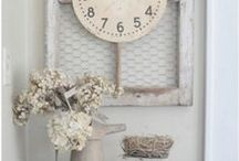 Country Kitchen Decor / You've come to the right place to find inspiration to decorate your kitchen with a country or farmhouse theme. Here you will find lots of DIY country decor ideas, ideas for rustic, vintage country kitchens, and more.