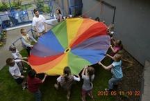 """Warsztaty dla dzieci / Fundacja od 10 lat prowadzi warsztaty artystyczne z dziećmi i młodzieżą z Poznania. W ofercie zajęć szczególnym powodzeniem cieszy się """"Animować Świat"""" - autorski program nauki świadomego oglądania bajek oraz przekładania obrazów na małe dzieła sztuki. Więcej o ofercie edukacyjnej można przeczytać na stronie www.ars.org.pl. Zapraszamy!"""