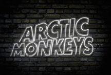 Arctic Monkeys / ARCTIC MONKEYS