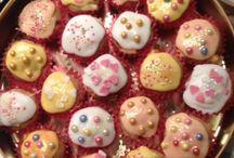 Cupcakes, Muffins & all things Cake / by Vivien McNamara
