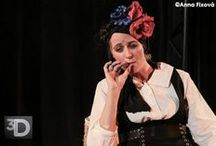 FRIDA K. (Gloria Montero) / Fotografie z inscenace FRIDA K., citace ze hry a další zajímavosti - hraje: DIANA ŠOLTÝSOVÁ, výprava: AGNIESZKA PÁTÁ-OLDAK, dramaturgie: KRISTÝNA ČEPKOVÁ, režie: MARTIN VOKOUN