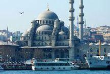 Sultane / Inspirée par un séjour de six mois en Turquie, la collection Sultane propose des parures raffinées et colorées pour mettre en valeur les atouts féminins.