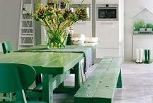 Déco Verte   INSPIRATION / Retrouvez plus d'inspirations de décorations vertes sur www.maison-facile.com #green #vert #homedecor #deco #furniture
