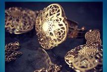 Passaggio in India / Passaggio in India è una collezione che ci riporta alle magiche atmosfere orientali con gioielli eleganti, luminosi e raffinati!