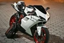 Motos / Des motos, sous toutes les coutures