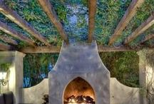 Outdoor Fireplaces and Fire Pits / Great fire pits and fireplaces create great outdoor living spaces
