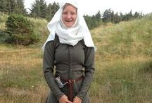 Kirtle ~1300-1400 / This page is pictures I use/used to research on my first cotehardie