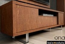 Muebles TV / La Televisión esta considera la zona principal de salón comedor, para ello hemos creado una gran variedad de muebles TV, destacando la amplia gama de combinaciones de colores y dimensiones, con tres opciones de bases; Patas metálicas, Zócalos y unas Ruedas con un diseño exclusivo.