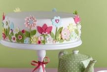 Decorating: Cakes / by Maggalie Torres