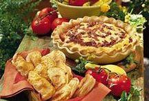 Food: Looks Delish / by Brandi Daniels