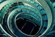 labirinti e spirali / Il labirinto evoca sempre i misteri iniziatici, le vie devianti che portano all'illuminazione. Alain Daniélou