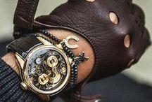 Læder / Vi viser dig her de flotteste ure med læderrem. Læderremmen giver et blødere look og bliver kun smukkere med tiden.
