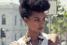 Pin It Up! | Inspiration / Pinned up hair is perfect for lazy days at home or big nights out on the town. Updo inspiration and ideas for natural hair and curly hair.