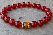 bracelet, rings and earrings / ..