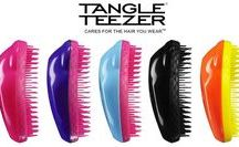 Tangle Teezer | Brosses Cheveux / Tangle Teezer a révolutionné le monde de la brosse démêlante. Brevetées par le fabriquant, ces brosses permettent de vous coiffer sans vous arracher les cheveux  !