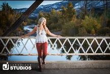Senior Photography - Girls Outfits / What to wear? Great wardrobe and outfit ideas for your senior photos!