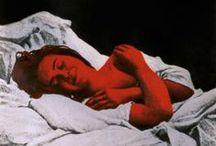 Marina Núñez ::La Gran:: / Marina Núñez (Palencia, 1966) ha trabajado, esencialmente, en torno al concepto de la monstruosidad, analizando y criticando las diferentes caracterizaciones del monstruo a lo largo del tiempo. Así, ha reflejado a menudo el carácter monstruoso de la mujer y del loco esencialmente a principios del siglo XX, así como del cyborg o neohumano en los últimos años. Su obra tiene reconocimiento internacional y se encuentra repartida por numerosas colecciones.  http://www.marinanunez.net/