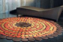 Skórzane dywany / Pachamama wloska marka oferująca wyroby ze skóry. W ofercie dywany, panele naścienne, otomany, kapy, poduchy dekoracyjne.