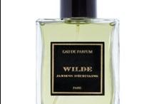 Jardins D'Ecrivains Perfumes y Velas / Jardins D´Écrivains, jardín de los escritores, es una marca de fragancias francesa que combina dos de sus pasiones: los jardines y la literatura. Describe el olor de los hogares y jardines de ilustres escritores en forma de perfumes, colonias para hombre y mujer, y velas aromáticas y perfumadas para el hogar. Es un rastro de olor que sirve de vehículo para el recuerdo de estos escritores, que simboliza una época, un personaje y una bonita historia. George Sand, Gigi, Victor Hugo o León Tolstoi.. / by TuTunca.es | Tu Buen Estilo | Eres Especial