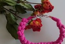 Bijoux / Si vous aimez les bijoux, c'est ici que se trouvent mes créations. Que ce soit un collier, un bracelet, ou autre, je vous les présente