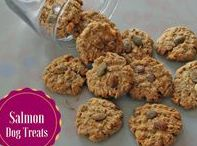 Dog Treat Recipes & Ingredients / Healthy yummy natural dog treat recipes for your dogs.