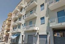 Via Monte Santo, 18 Cagliari / Is Mirriosis Appartamento in condominio, secondo piano, 100mq Salone, cucinino separato, tre camere, due bagni, ripostiglio. Doppia esposizione
