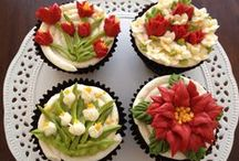 Cupcakes / by Denise Moreau