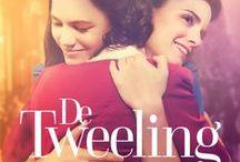 Musical: De Tweeling / De nieuwe musical De Tweeling is nu te zien in de Nederlandse theaters. De musical is gebaseerd op de bestseller van Tessa de Loo en vertelt het aangrijpende verhaal van de tweelingzusjes Lotte en Anna. De zusjes worden op jonge leeftijd van elkaar gescheiden en groeien op in twee totaal verschillende werelden; Anna in Duitsland, Lotte in Nederland.