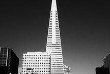 Julius Shulman / Photographe Américain reconnu internationalement pour son travail en tant que photographe d'architecture. Ses images prises essentiellement en californie subliment souvent les oeuvres d'architectes emblématiques tels que Richard Neutra, John Lautner, Pierre Koening ou Rudolf Schindler.