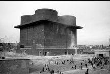 Brutalisme / Le brutalisme désigne un style architectural issu du modernisme qui connaît une grande popularité entre les années 1950 et 1970. Les premiers exemples d'architecture brutaliste sont inspirés des travaux de l'architecte franco-suisse Le Corbusier, notamment de sa Cité radieuse (1952) et du bâtiment ministériel de Chandigarh, en Inde (1953).