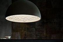 Flos / Editeur italien de luminaires depuis 1962. La marque produit des lampes signées des plus grands designers comme Achille et Piergiacomo Castiglioni, Philippe Starck ou Marcel Wanders.