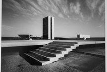 Lucien Hervé /  Photographe français d'origine hongroise. Photographie régulièrement pour Le Corbusier et parallèlement pour de nombreux autres architectes.