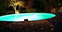 Piscine et son éclairage / La piscine et son espace vert, bénéficie grâce à nos produits d'un éclairage adapté et étanche. Utilisation de générateur LED qui alimentent la fibre optique, ou du ruban LED, ainsi que des spots pour éclairer votre jardin, de la terrasse à la piscine en passant par vos espaces verts.