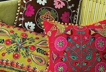 Histoire de coussins, tissus et tapis / by Anikadesk :-)