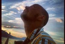 Смотри на небо/Look at the sky / Глядя на небо мы видим необычные явления: северное сияние, полёт метеоритов, самолётов, облаков, птиц, НЛО и пр.