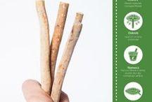 Miswak- naturalna szczoteczka i pasta do zębów dla wegan / Zestaw do pielęgnacji zębów dla Vegan i nie tylko!! Pasta do zębów Miswak oraz naturalna szczoteczka do zębów Miswak eco tooth. Co to takiego Miswak?Jest to pałeczka z drzewa arakowego, którą najczęściej używa się w krajach muzułmańskich, czy w krajach afrykańskich, gdzie gałązkę nazywa się sothiou. Mają one właściwości wybielające, zapobiegają chorobom dziąseł, odkładaniu się płytki nazębnej i próchnicy W www.zielonysklep.com