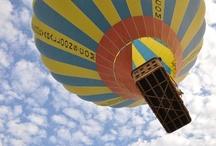 Kapadokya Balon Turu / Gerek peribacalarının arasında süzülerek, gerekse muhteşem Kapadokya manzarasını yükseklerden izleyerek yapılan her uçuş başlı başına olağanüstü bir macera oluyor. Kapadokya'da balonla uçmak gerçekten de hayatınızın en harika deneyimi olacaktır.