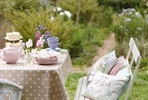 How gorgeous  are these garden Ideas